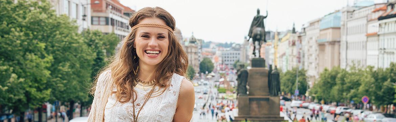 девушка на Вацлавской площади eurostudy