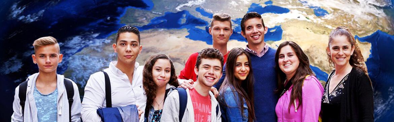 студенты на фоне карты мира eurostudy
