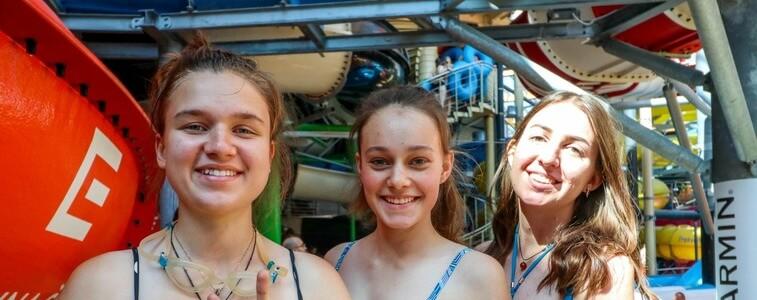 студентки в Пражском аквапарке eurostudy