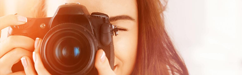 девочка с фотоаппаратом на фото, твочерские вузы праги надпись