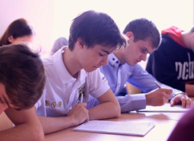 студент в классе eurostudy