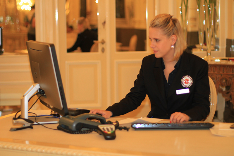 сотрудник отеля eurostudy