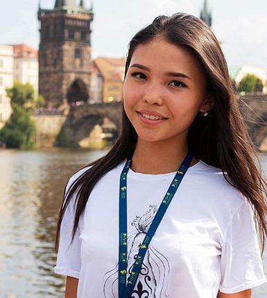 девушка на карловом мосту eurostudy