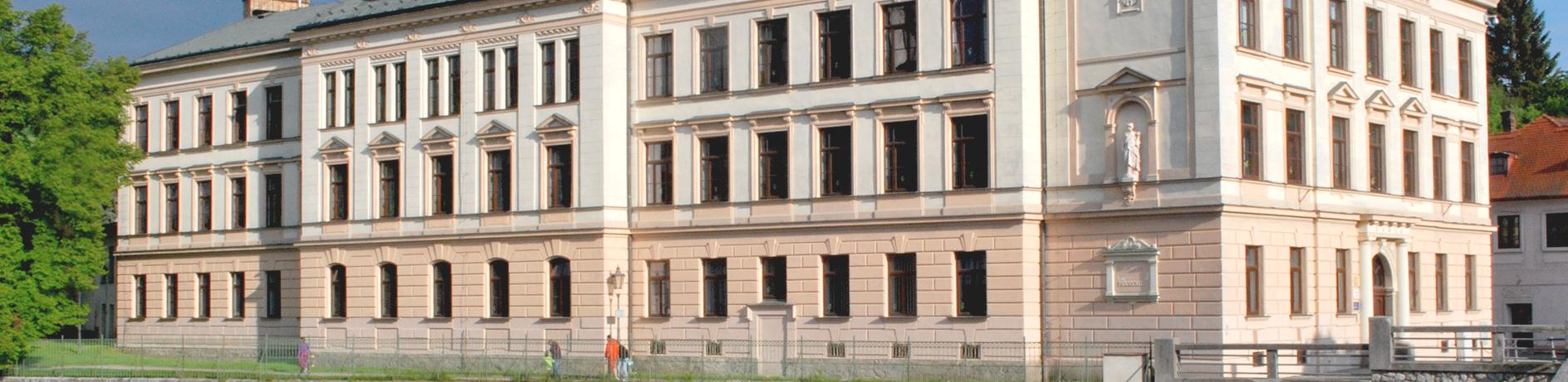 Институт CEVRO